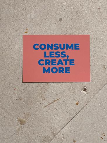 Postkarte Consume Less