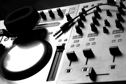 DJ%20Mixer_edited.jpg