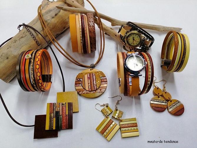 montres bijoux, bracelets, colliers et boucles d'oreilles en fleur de cuir de vachette, tannage végétal, dans des tons moutarde et marron à la fois chiq et passe partout.