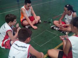 Crianças e adolescentes dos núcleos de Piracicaba revivem brincadeiras tradicionais no retorno das a