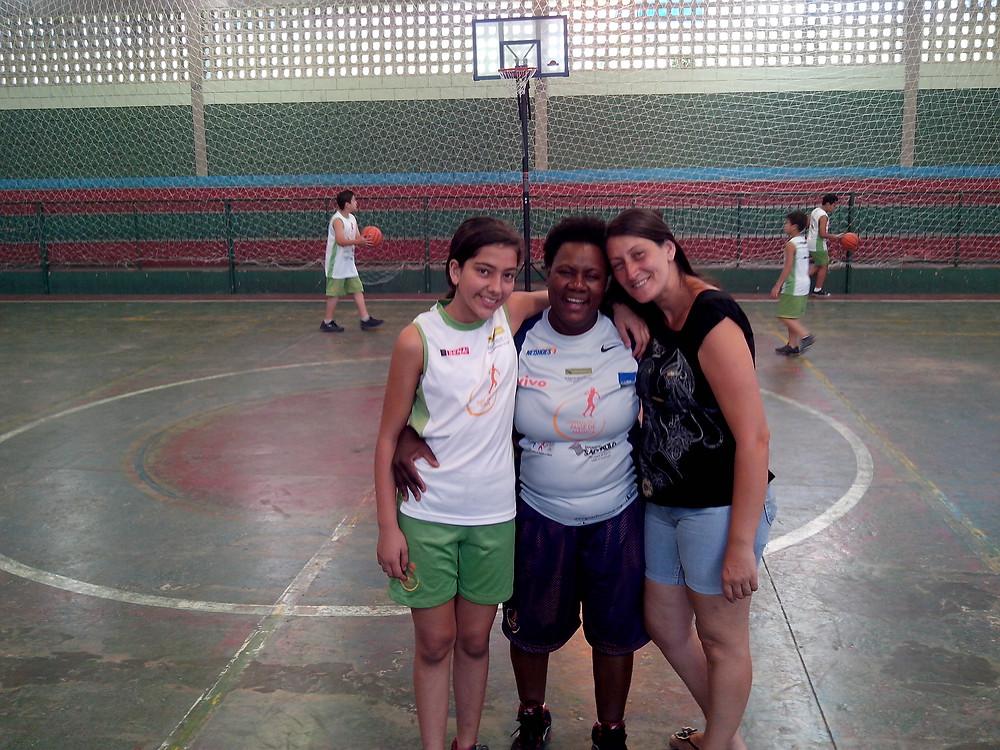 Regina com Isabel e Camila.jpg