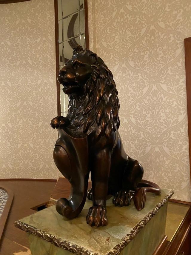 Lawry's Lion Statues
