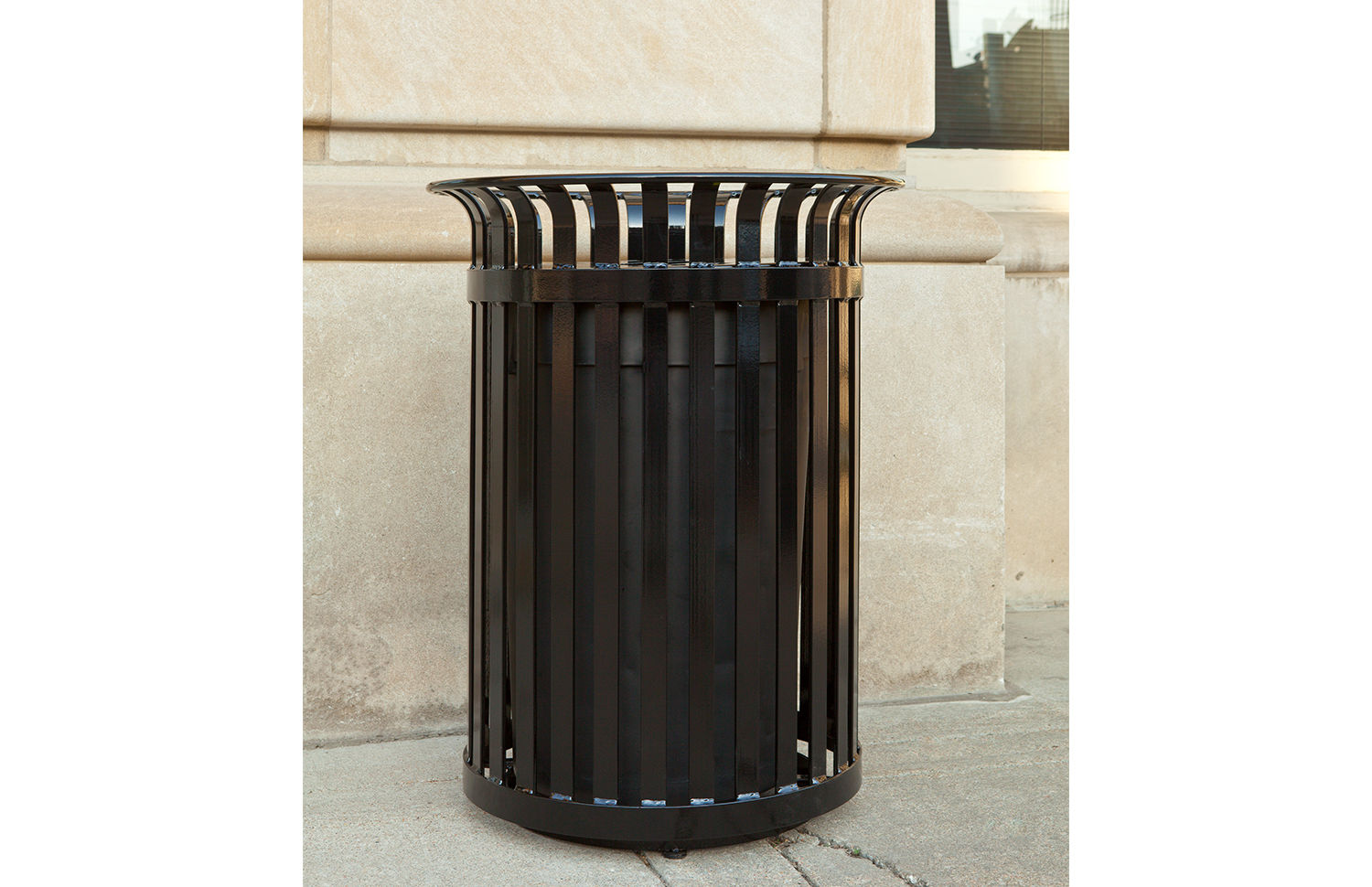 Avenue One litter receptacle