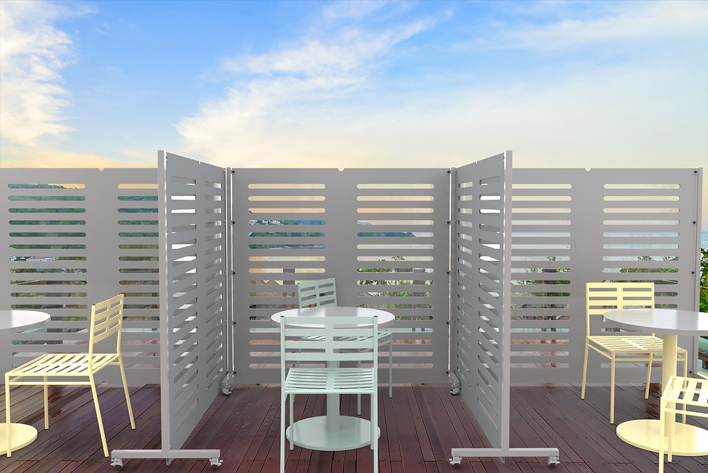 metal safety divider panels in a dining restaurant outdoors