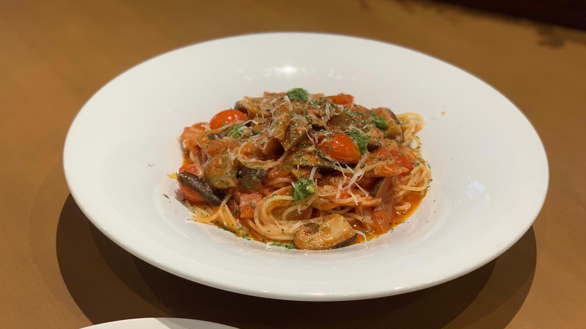 玉取茸のトマトパスタ