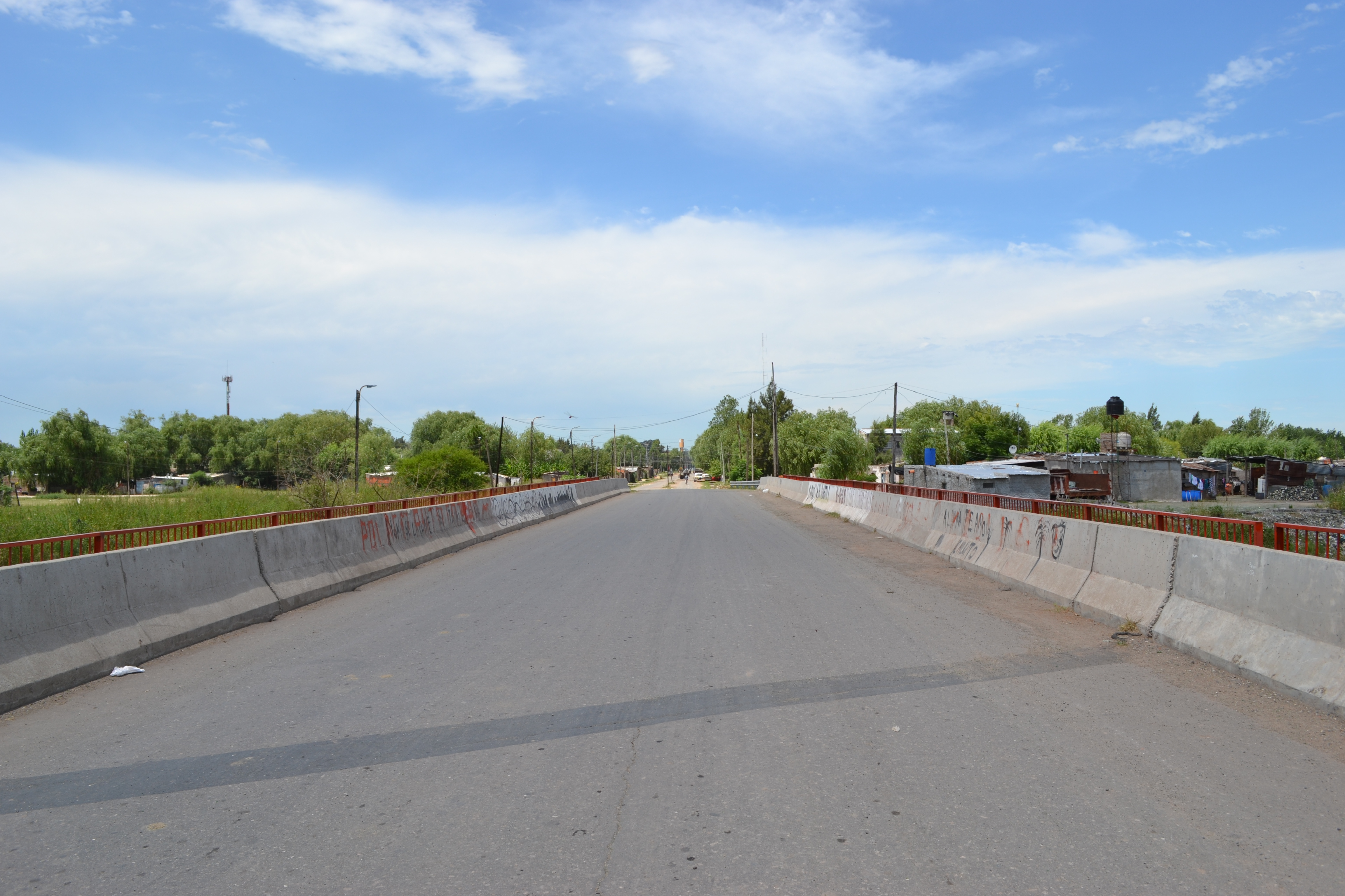 Av. Bouchard, Nuevo Alberdi main roa