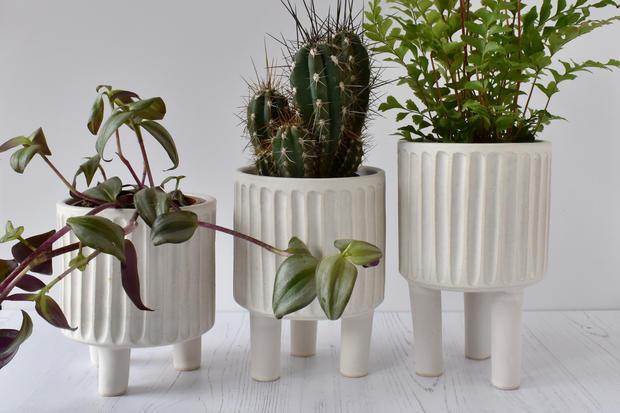 Tripod planters, matt white