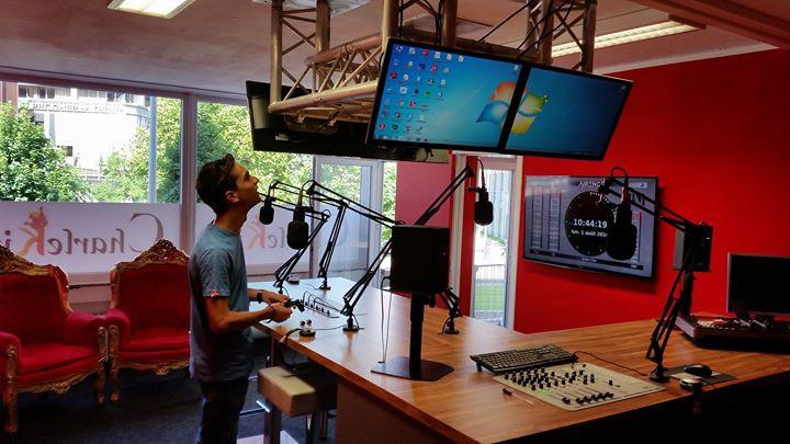 Ce 1 aout 2015 promo pour le spectacle du 06 aout à l a ruche sur charleking radio 106.5