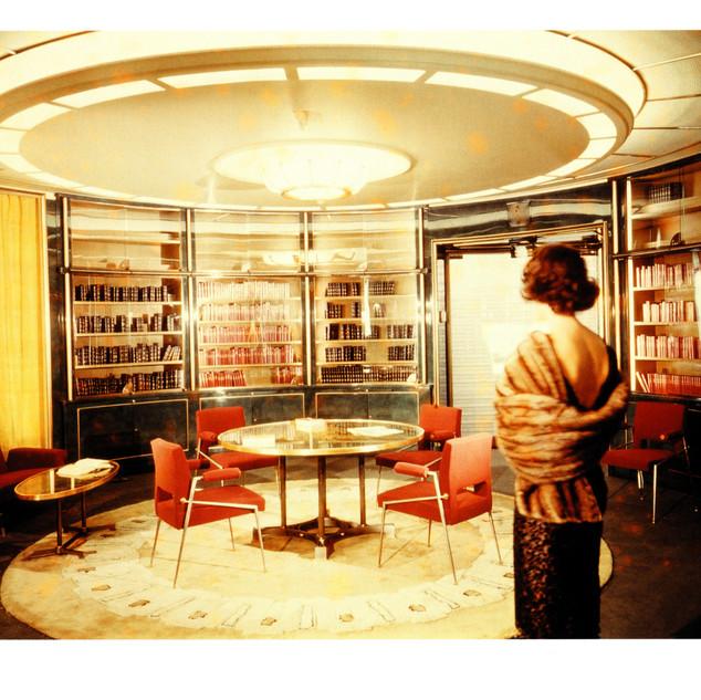 Bibliothèque_du_Paquebot_FRANCE_en_laque