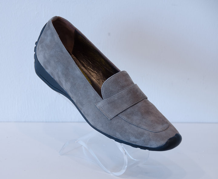 Moccasin- Taupe Suede
