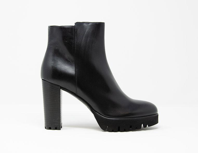 The Giorgia- Black Calf Leather