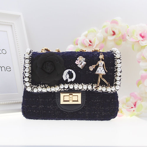 Navy Cute tweed bag with hand and shoulder gold chain.