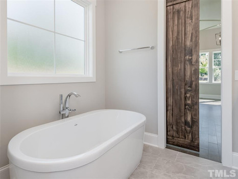 The Woodland - Owners Suite Soaker Tub