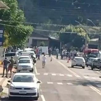 Adolescente invade escola com facão e mata duas crianças em Santa Catarina