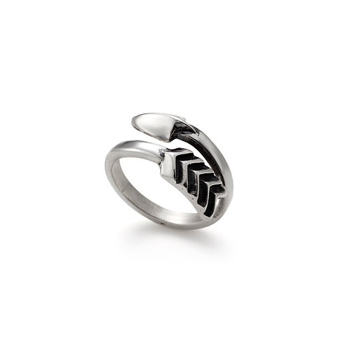 Small Twisted Arrow Ring