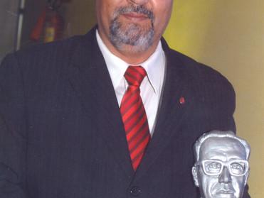 Dr. Áser Barros de Paula recebe o troféu Pedro Aleixo