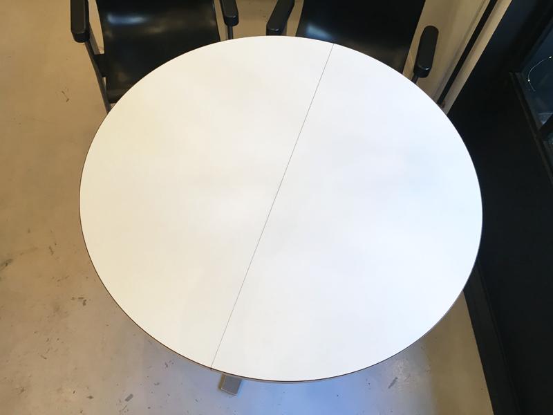 Table blanche pied étoile