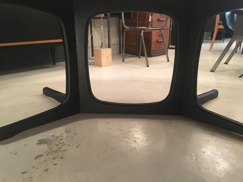table ovale pied noir