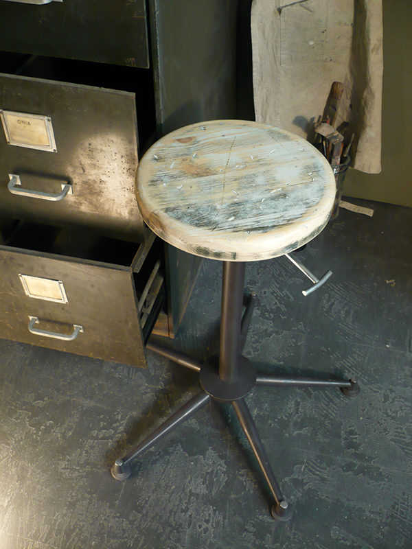 tabouret d'atelier vintage