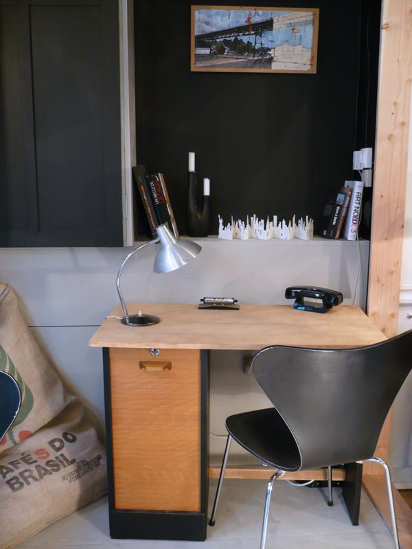 Petit bureau à rideau