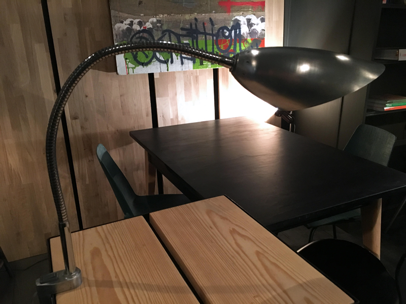 Lampe d'atelier sur pince-étau