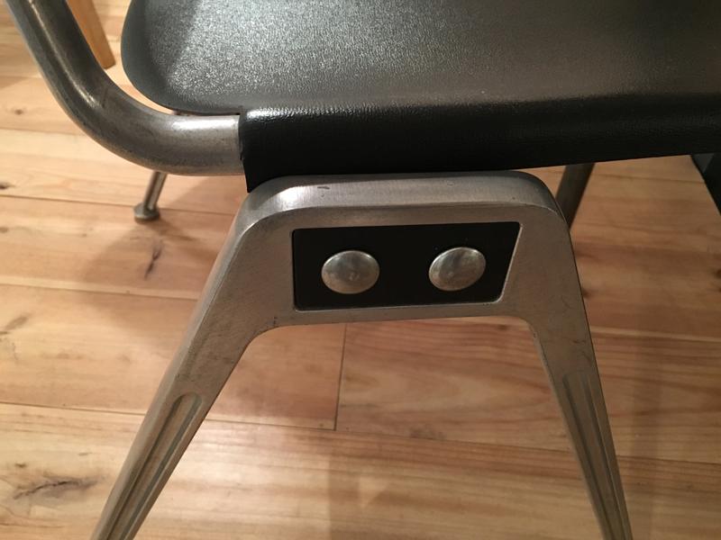 chaise noir et alu