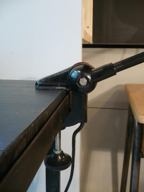 Lampe d'atelier articulée