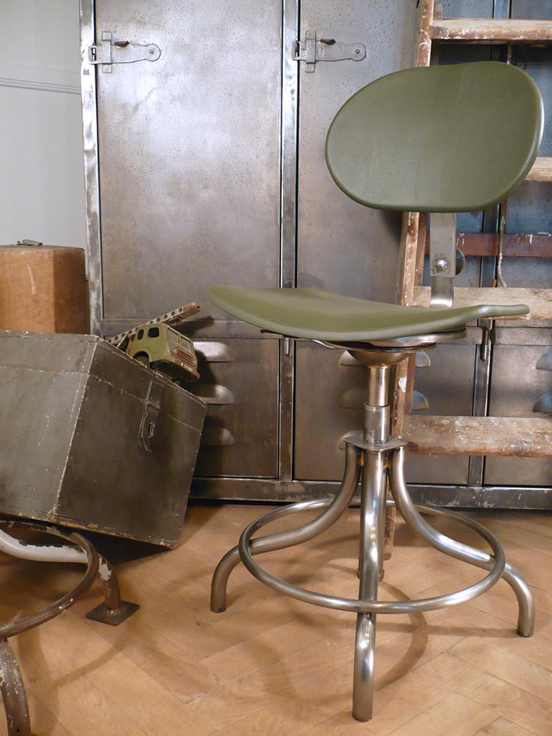 Chaise d'atelier vintage BAO