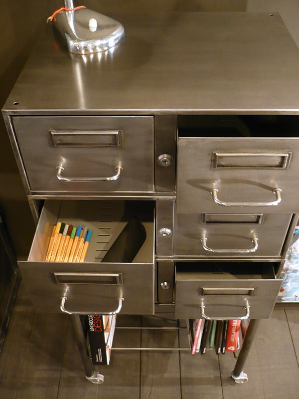 Meuble de bureau vintage à tiroirs