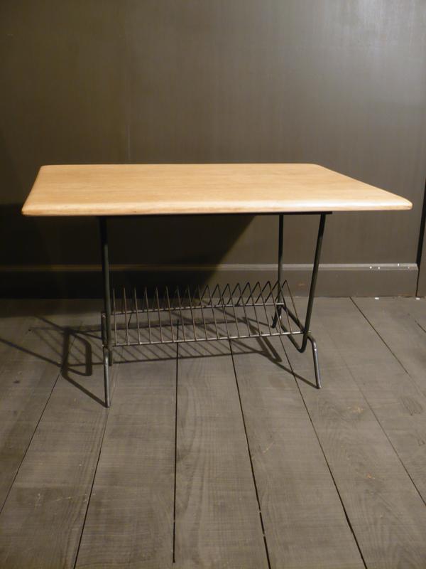 Table basse porte-revues