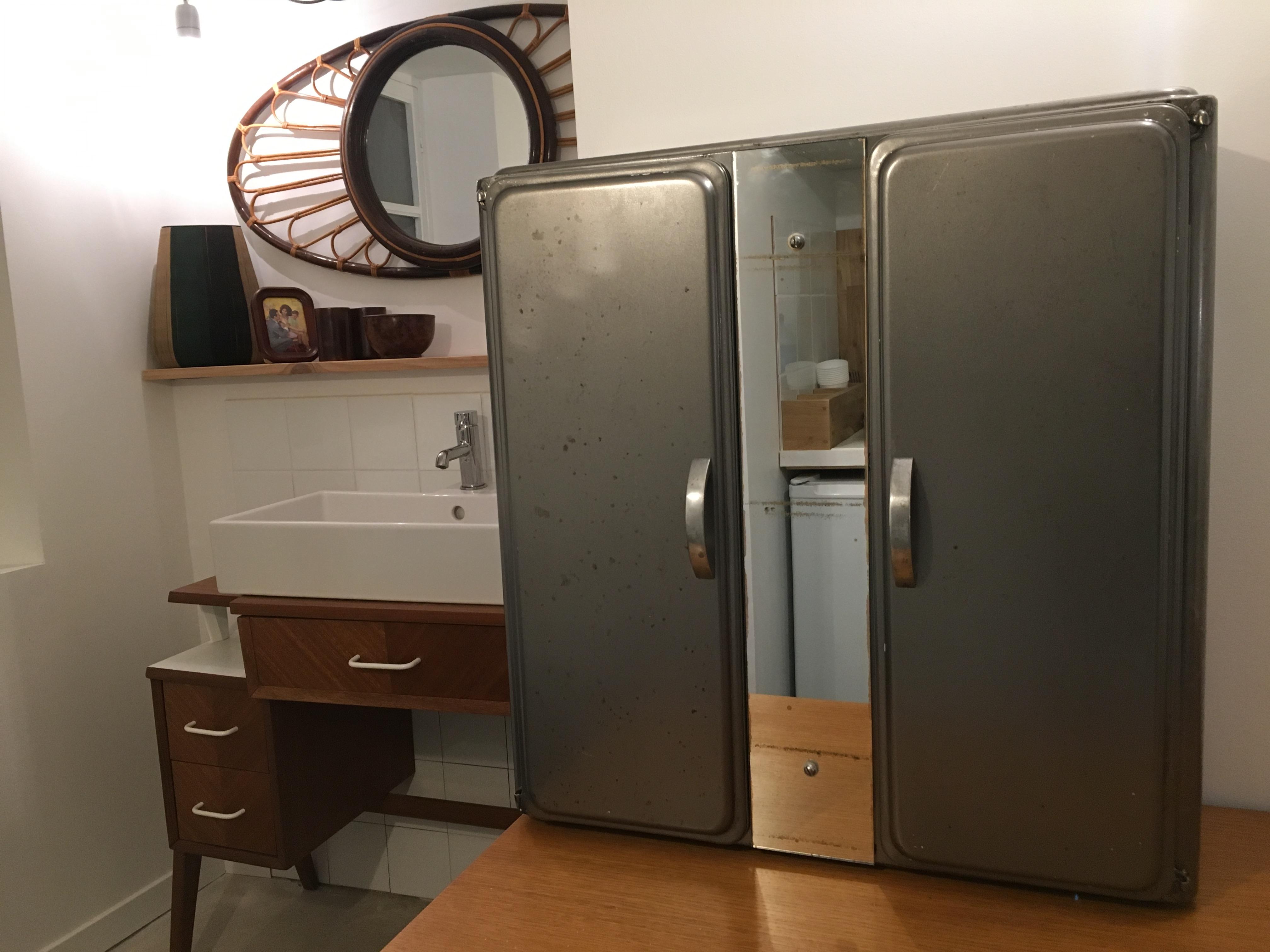 armoire à pharmacie années 50