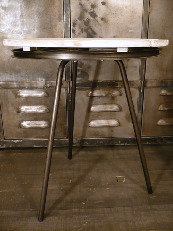 Table industrielle tripode