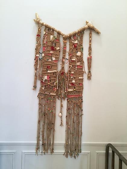 Tissage mural contemporain, bois flotté, corde de chanvre, raffia, perles de verre et de bois...