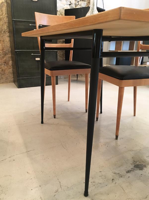 table en bois pieds noirs