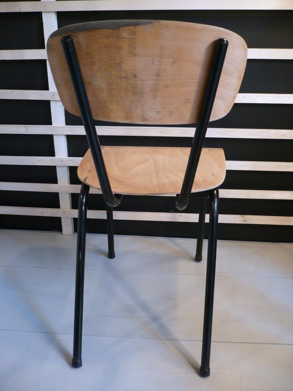 Chaise d'étudiant avec tablette