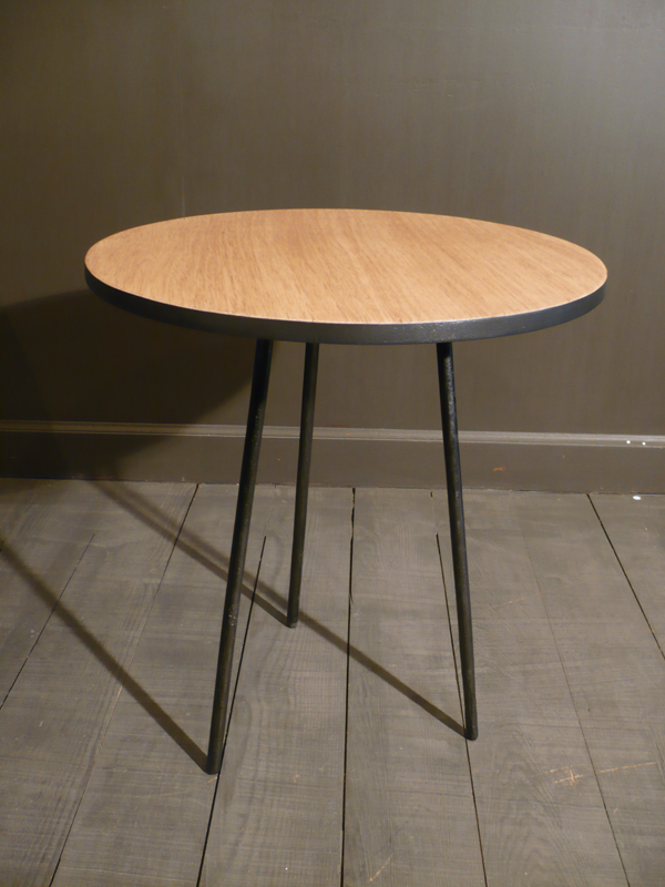 Table basse tripode noir et chêne