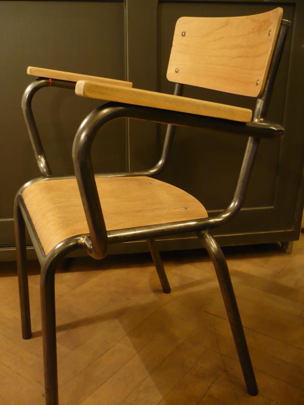 Chaise de maître d'école.png