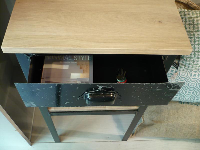 Petit meuble industriel avec tiroir