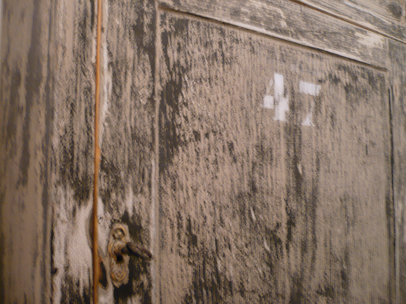Meuble ancien en bois massif
