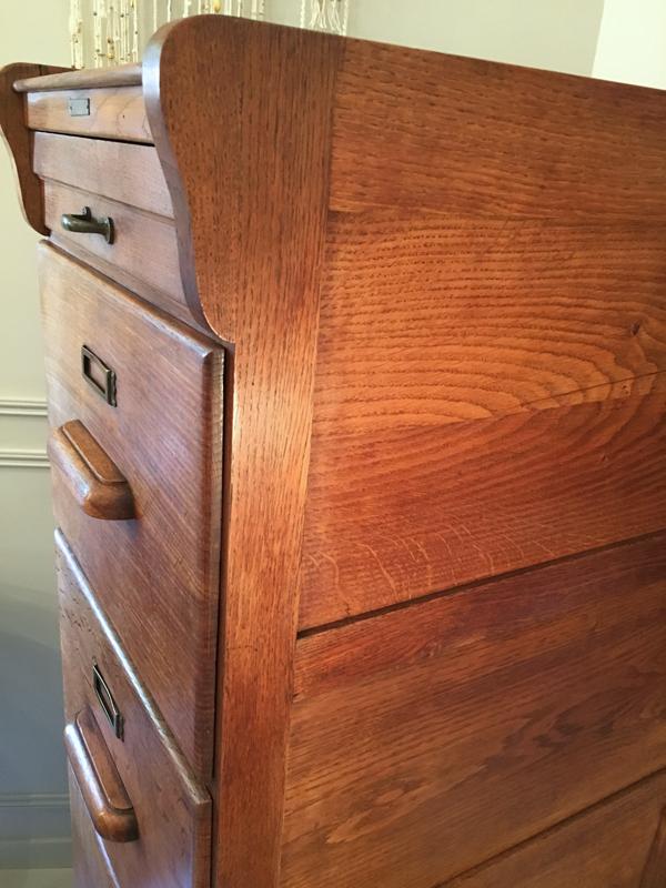 Meuble à tiroirs en chêne