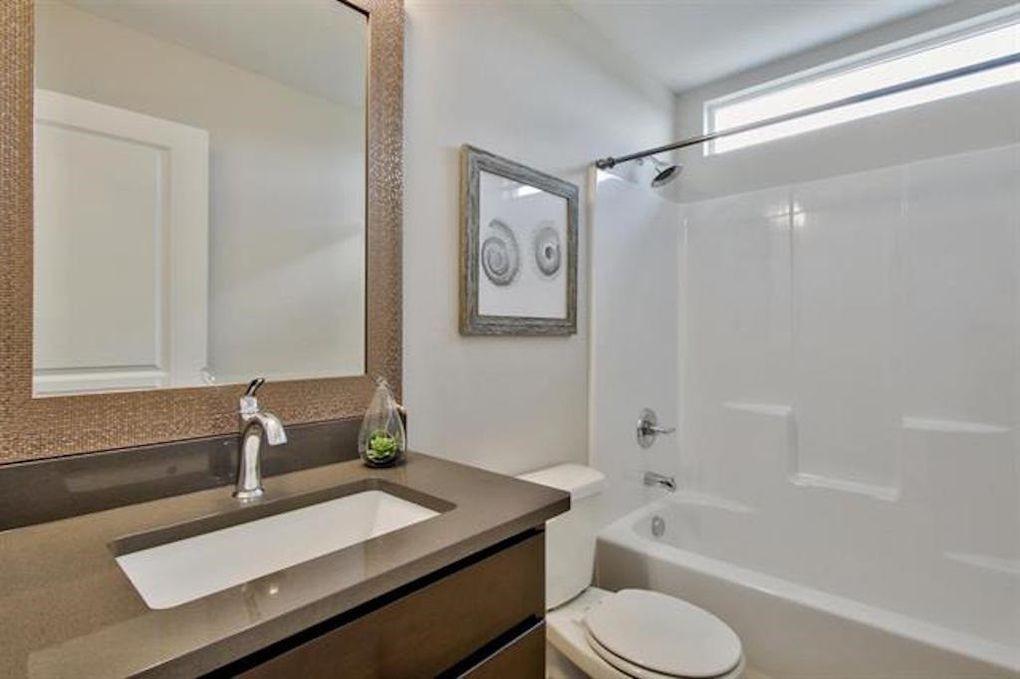 2722 W 58th Ct N guest bath.jpg