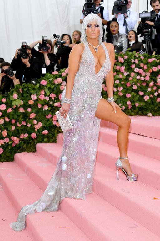 Jennifer Lopez en Versace au met gala 2019