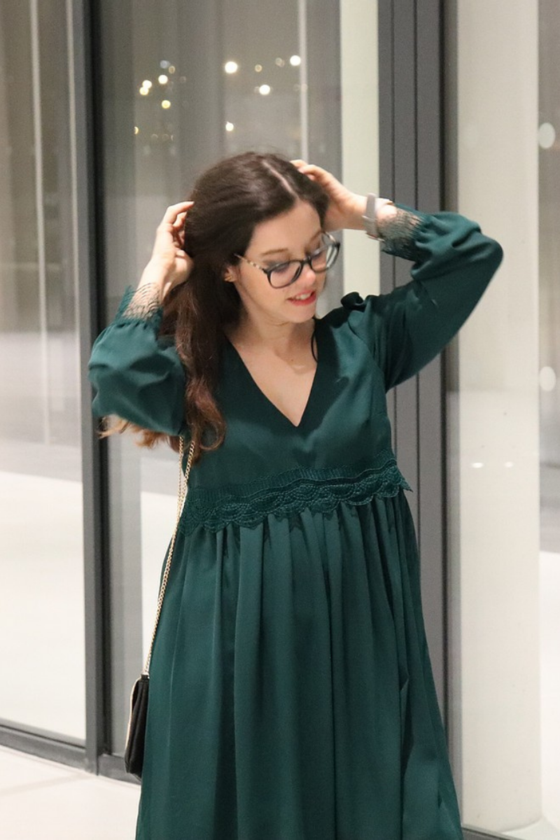 Elégante en robe verte