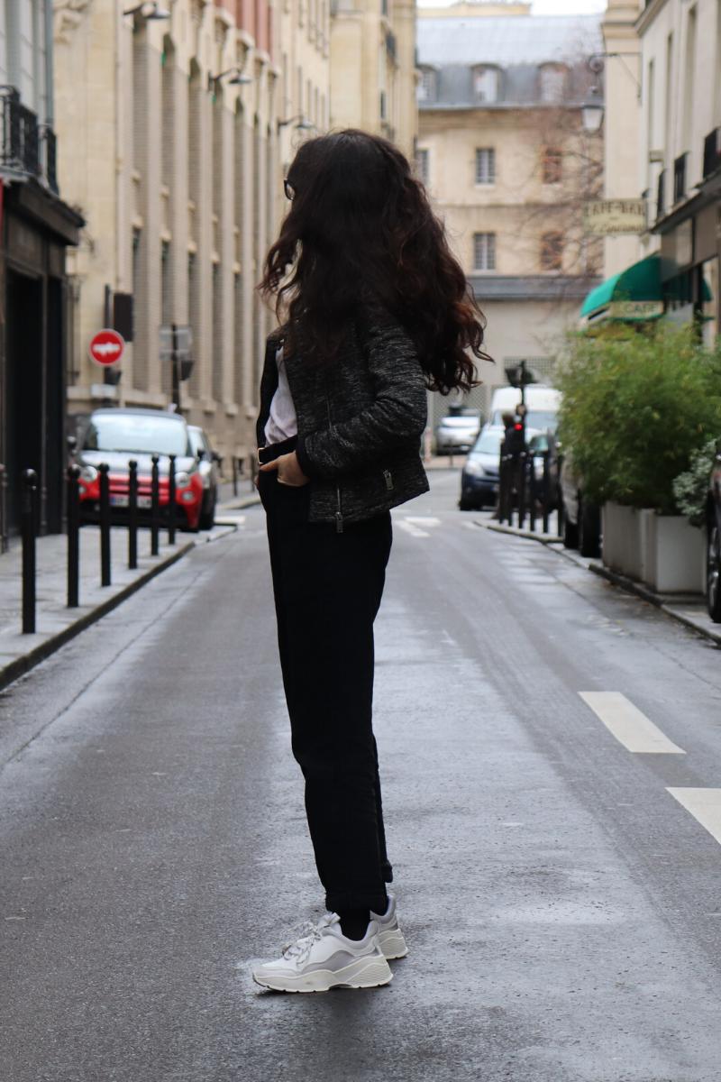 Col roulé blanc et mom jeans
