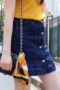 Caraco moutarde et jupe en jeans