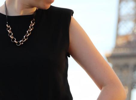 Comment adopter la tendance des t-shirts à épaulette ? | Mode