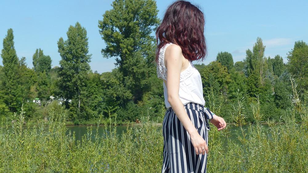 photo de rosepaillettee de côté cheveux rouge