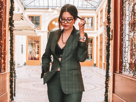 Adopter le costume vert pour les fêtes | OOTD