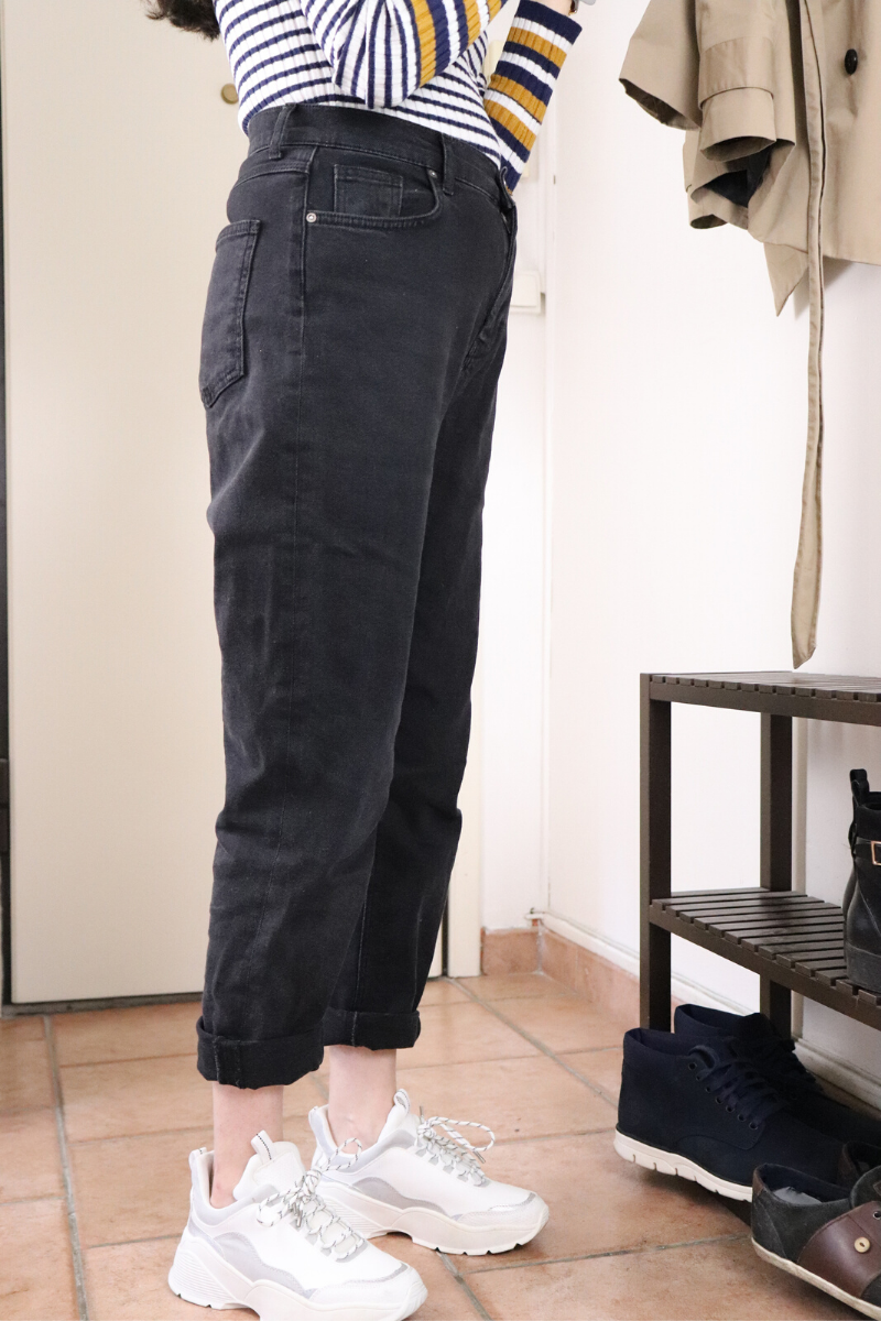 Pull rayé et mom jeans