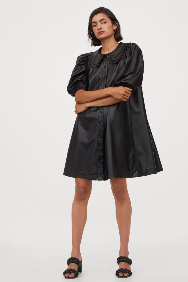 Robe babydoll en simili cuir noir H&M
